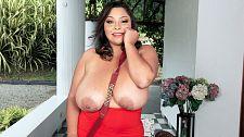 Sofia Damon: A Prize For Breast Men